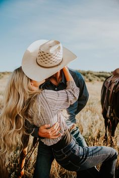 Country Couple Pictures, Cute Country Couples, Cute N Country, Cute Couple Pictures, Cute Couples Goals, Couple Pics, Western Photography, Couple Photography Poses, Foto Cowgirl