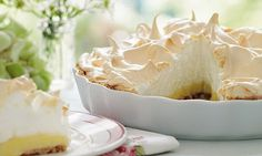 Mary Berry's Absolute Favourites: Quickest ever lemon meringue pie