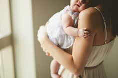 sleeping baby in mom or dad's arms - family photography - babies - kids Children Photography, Newborn Photography, Family Photography, Heart Photography, Cute Kids, Cute Babies, Baby Kids, Jolie Photo, Family Love