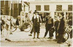 Jan de Belleman, ofwel Jan Nooijen. Hij was van beroep vishandelaar, maar in Helmond was hij vooral bekend als stadsomroeper en aanzegger bij begrafenissen. Deze functie bekleedde hij tussen 1915 en het begin van de jaren 1950. Oudere Helmonders hebben hem dus nog zien optreden.