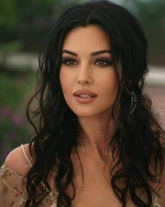 Beautiful Women Pictures, Most Beautiful Women, Brunette Beauty, Hair Beauty, Monica Bellucci Movies, Monica Belluci Malena, Woman Face, Beautiful Eyes, Dark Hair