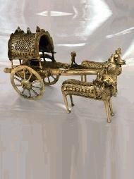 The bullock cart has been a mode of transport since ancient times and is still c India Home Decor, Retro Home Decor, Metal Crafts, Clay Crafts, Bullock Cart, Wooden Toy Cars, Mode Of Transport, Design Crafts, Clay Art