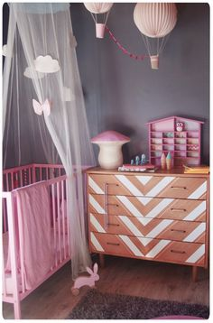 Chez cette Fille: Chevronnée cette commode ! Du Vintage au Geométrique... Diy Home Decor Easy, Diy Home Decor Bedroom, Baby Bedroom, Home Decor Items, Kids Bedroom, Room Decor, Deco Kids, Princess Room, Bedroom Vintage