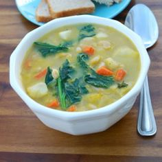 White Bean and Kale Soup (Gluten Free) - Healthier Steps Lunch Recipes, Healthy Recipes, Kale Recipes, Chili Recipes, Yummy Recipes, Soup Recipes, Recipies, Yummy Food, White Bean Kale Soup