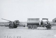 Artillerietrekker met Hotchkiss luchtdoelkanon, in beproeving bij het Nederlandse leger.