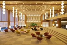 The recreated lobby from the 1960s modernist Hotel Okura is in impressive detail – from its iconic hexagonal pendant lamps and its intricate hemp leaf motif screens of hinoki wood, and the chairs arranged around laquerware tables like plum blossom petals, it comes surprisingly close to evoking the original, thanks to Yoshio Taniguchi's (son of the original hotel architect) sensitive touch. Lantern Ceiling Lights, Japanese Architecture, Hotel Architecture, Architecture Design, Banquet Facilities, Tokyo Hotels, Hotel Website, Luxury Rooms, Visit Japan