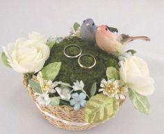 友人の結婚式で、新婦が作ったというリングピローがとっても可愛かったので、ちょっとアレンジして作ってみました♪かわいい小鳥の愛の巣です(#^.^#)サイズ 15... ハンドメイド、手作り、手仕事品の通販・販売・購入ならCreema。