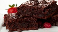 A delicious recipe for brownies that also include shredded chocolate to make it more chocolaty. Low Carb Brownie Recipe, Brownie Recipes, Cake Recipes, Dessert Recipes, Chocolate Raspberry Cake, Decadent Chocolate, Delicious Chocolate, Chocolate Cakes, Food Cakes