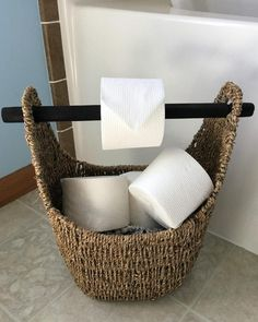 DIY toilet paper holder ideas are simple but interesting. Try one of these inspirations to spice up your bathroom or toilet. Frog Toilet Paper Holder, Best Toilet Paper, Toilet Paper Dispenser, Toilet Paper Storage, Toilet Paper Roll Crafts, Diy Paper, Paper Art, Cheap Bathrooms, Amazing Bathrooms