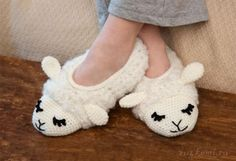 Sheepy Slippers in Red Heart Light & Lofty - Discover more Patterns by Red Heart Yarns at LoveKnitting. The world's largest range of knitting supplies - we stock patterns, yarn, needles and books from all of your favorite brands.Crochet Baby Animal B Crochet Baby Socks, Crochet Socks Pattern, Crochet Shoes, Crochet Slippers, Baby Knitting Patterns, Crochet Patterns, Red Heart Yarn, Knitted Bags, Knitting Socks