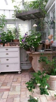 potting shed/greenhouse - Floor Plants - Ideas of Floor Plants - potting shed/greenhouse Cheap Greenhouse, Indoor Greenhouse, Backyard Greenhouse, Greenhouse Plans, Greenhouse Wedding, Pallet Greenhouse, Portable Greenhouse, Indoor Garden, Magic Garden