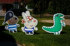 Cut out figures for Peppa pig pirate party • missing: George and Peppa // at the front of the entrance • Peppa pig
