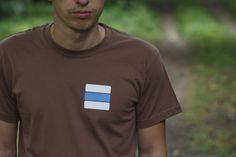 Vôňa dreva je nádherná, avšak vedia ju oceniť najmä tí, čo naozaj chodia často do lesa po modrej.  Modré turistickéznačky označujú dôležité regionálne turistické trasy, vedúce jedným pohorím, alebo k zaujímavým miestam. Mens Tops, T Shirt, Fashion, Supreme T Shirt, Moda, Tee Shirt, Fashion Styles, Fashion Illustrations, Tee
