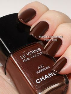 Chanel Forbidden Noirs Obscurs fall 2009 swatches Chanel Nail Polish, Chanel Nails, Joy Nails, Beauty Nails, Cute Nails, Pretty Nails, Smart Nails, Long Nail Art, Nagellack Trends