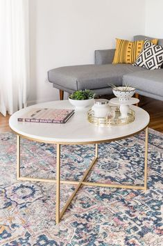 Alissa coffee table Marble and Gold Round Coffee Table - Marble Table Designs Unique Coffee Table, Coffee Table Styling, Diy Coffee Table, Decorating Coffee Tables, Coffee Table Design, Modern Coffee Tables, Coffee Ideas, Round Coffee Tables, Coffee Coffee