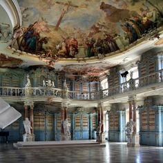 Bad Schussenried Bibliothekssaal (Baden-Wurttemberg, Germany)  ...sembra quella della Bella e la Bestia!