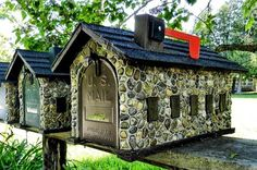 River rocks and a tin roof? Maybe a possibility. Mailbox On House, Diy Mailbox, Mailbox Ideas, Mailbox Designs, Unique Mailboxes, Rustic Mailboxes, Play Houses, Bird Houses, Commercial Mailboxes