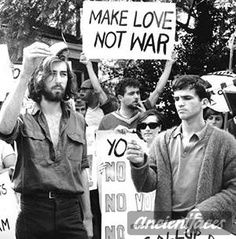 """hippie life 25051341652327657 - """"make the love not war"""" became sologan of young Hippie people of that time.Poster """"make love not war"""" for protest Vietnam war. Hippie Style, Hippie Life, Hippie Boy, Hippie Peace, Happy Hippie, Beatles, Vietnam Voyage, Vietnam War, Vietnam Protests"""