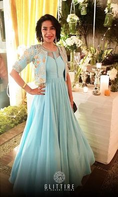 Planning to do your wedding shopping in Delhi? Then a trip to Haus Khas Lehenga stores is a must. Budget from INR to INR 3 Lakhs upwards. Indian Bridesmaid Dresses, Party Wear Indian Dresses, Indian Wedding Gowns, Designer Party Wear Dresses, Indian Gowns Dresses, Designer Anarkali Dresses, Indian Fashion Dresses, Dress Indian Style, Indian Designer Outfits