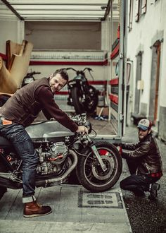 #blitzmotorcycles  Southsiders GRIZZLY Ride Out INVITATIONAL. Part2 Photo Laurent Nivalle.
