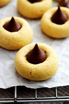 A classic chocolate & pumpkin flavor combo gets a fun twist in these quick and easy thumbprint cookies! Festive, easy, and delicious!