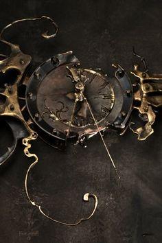Steampunk Clock, Steampunk Design, Steampunk Fashion, Father Time, Cool Clocks, Antique Clocks, Dieselpunk, Ticks, Wabi Sabi