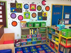 mish my classroom had these extra cubbies.. love the layout!  and LOVE THE OWLS!