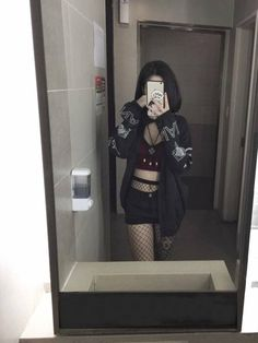 Ideas for fashion asian korean jeans Bad Girl Outfits, Edgy Outfits, Grunge Outfits, Grunge Fashion, Cool Outfits, Fashion Outfits, Jeans Fashion, Look Short Jeans, Look Con Short