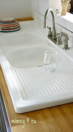 how to refinish a vintage cast iron sink. accessories sink how I refinished my vintage cast iron kitchen sink Porcelain Kitchen Sink, Vintage Kitchen Sink, Vintage Sink, Old Kitchen, Kitchen Redo, Kitchen Floor, Kitchen Ideas, Rustic Kitchen, Kitchen Supplies