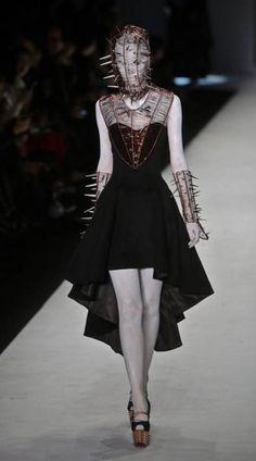Just the dress Hu Sheguang Haute Couture S/S 2014 Couture Mode, Couture Fashion, Runway Fashion, Fashion Show, Fashion Outfits, Fashion Tips, Fetish Fashion, Gothic Fashion, Arte Fashion