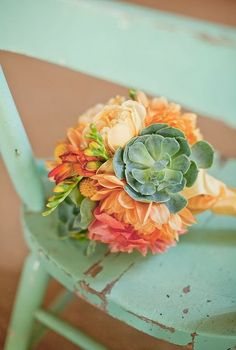 beautiful color combo for this bouquet!
