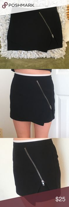 F21••• black polished mini Never worn/NWOT mini from F21. Needs some love. My hips are awkward in this.•••size=small would fit 24-25 (and if you have small hits then this would be perfect) 🖤💛🛍Any ¿?¿?¿ let me know :) Forever 21 Skirts Mini