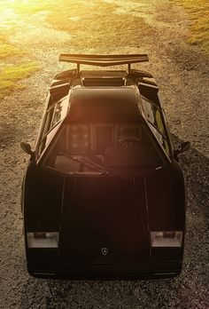 Countach. More Car Pictures:  http://carpictures.us repinned by www.BlickeDeeler.de