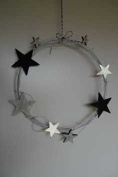 decoracion Drahtkranz mit Sternen - DIY - Karin Urban - NaturalSTyle Wire wreath with stars - DIY - Karin Urban - Natural STyle Christmas Time, Christmas Wreaths, Christmas Decorations, Christmas Ornaments, Holiday, Wire Crafts, Diy And Crafts, Christmas Crafts, Star Diy