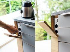 cache prise électronique en bois massif pour l'îlot de cuisine moderne : K7 par TEAM 7