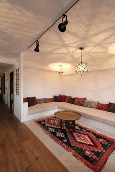 Diy home decor Interior Design Living Room, Living Room Designs, Living Room Decor, Moroccan Interiors, Moroccan Decor, Loft Interiors, Moroccan Design, Floor Seating, My New Room