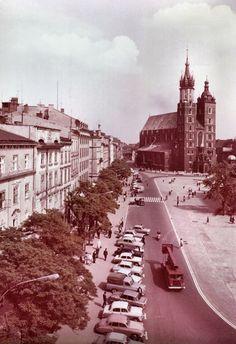 Kraków - ciekawostki, tajemnice, stare zdjęcia ·   Rynek Główny i kościół Mariacki w 1968 roku