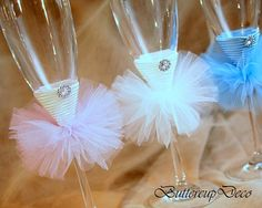 Bridal party champagne glass, Bride Champagne Flute, Bridesmaid Champagne glass