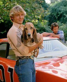 Bo Duke and Flash :)! My favorite Duke! 70s Tv Shows, Old Shows, Bo Duke, Dukes Of Hazard, Cute Country Boys, John Schneider, Catherine Bach, General Lee, Boy Best Friend