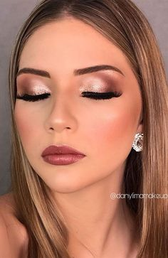 If you need inspiration for beautiful makeup for fall and winter? From natural and nude looks to bold lip colors and smoky eyes. # fall makeup 55 Stunning Makeup Ideas for Fall and Winter makeup for blondes Winter Wedding Makeup, Wedding Makeup For Brown Eyes, Makeup Looks For Brown Eyes, Make Up Brown Eyes, Natural Makeup For Brown Eyes, Natural Lips, Natural Hair, Fall Makeup Looks, Wedding Hair And Makeup
