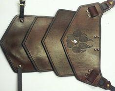 Resultado de imagen para patterns for making leather armor Larp Armor, Knight Armor, Medieval Armor, Viking Cosplay, Leather Bracers, Armadura Medieval, Foam Armor, Pauldron, Shoulder Armor