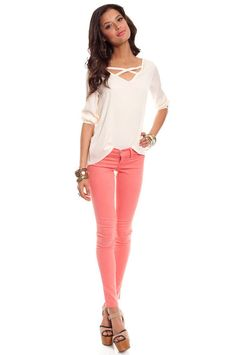 Cute top and coral jeans--love!