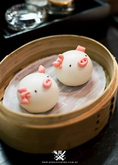 Steamed buns that look like piggies. Steamed Cake, Steamed Buns, Japanese Sweets, Japanese Food, Bento Recipes, Cooking Recipes, Cute Food, Good Food, Cute Buns