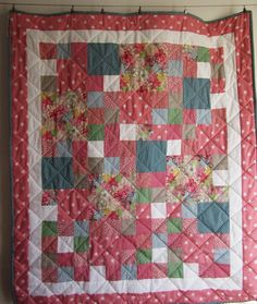 Daisy, Daisy patchwork quilt by Adaliza Daisy Daisy, Be Kind To Yourself, Workshop, Quilts, Blanket, Scrappy Quilts, Atelier, Work Shop Garage, Quilt Sets
