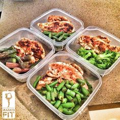Meal peeped the whole day. Chicken, green beans, chicken asparagus, chicken broccoli....I'm turning into a chicken lol. What your sexy self will need: Any Ms dash seasoning Chicken breast Dark veggies Wow was that easy? Yup that easy! Eat clean to get lean.... No secrets ! - @mankofit- #webstagram