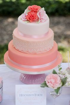 #hochzeitstorte Fröhliche Sommerhochzeit im Garten | Hochzeitsblog - The Little Wedding Corner