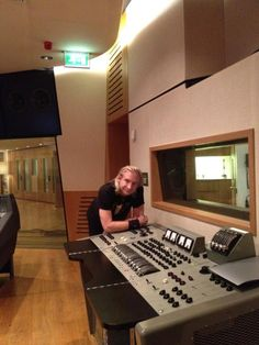 Twitter / JoeWalsh: I'm an #AnalogMan with a Redd.51! - at Abbey Road Studios here in London.