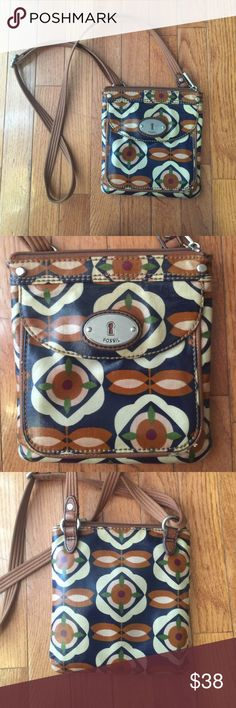 FOSSIL PURSE Great small cross body fossil purse cannot tell has been used very clean inside and outside Fossil Bags Crossbody Bags