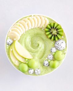 Super green smoothie by Kaylie Can you guess what's in it? Super green smoothie by Kaylie Can you guess what's in it? Fruit Smoothies, Healthy Smoothies, Smoothie Recipes, Healthy Snacks, Healthy Recipes, Free Recipes, Simple Smoothies, Cleanse Recipes, Smoothie Bowl Vegan