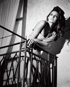 Alyssa Miller by Vincent Peters for Guess by Marciano Spring Summer 2010 Campaign Alyssa Miller, Monica Bellucci, Cindy Crawford, Charlize Theron, Black White Photos, Black And White Photography, Lisalla Montenegro, Photo Star, Guess By Marciano